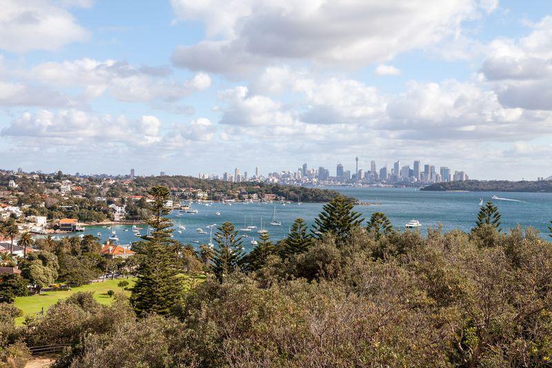 vue-sur-sydney-depuis-la-baie-a-proximite-de-bondi