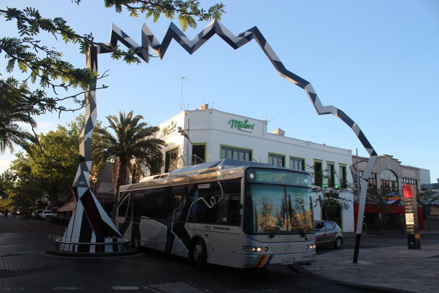 """Le """"blue CAT"""" qui traverse Northbridge, le centre de la fête à Perth"""