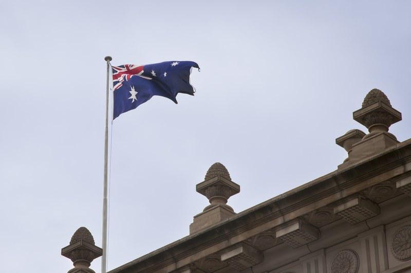 Drapeau australien flottant sur le Parlement du Victoria