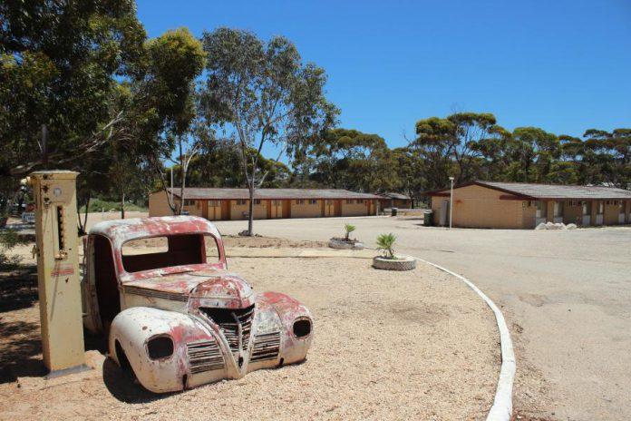 On imagine bien le héros d'un road movie s'installer au motel de la roadhouse pour la nuit