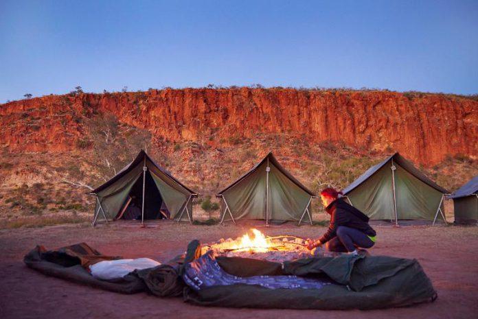 Nuit en swag dans l'outback australien