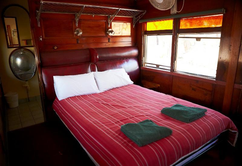 Dormir dans un wagon d'un train du début du siècle passé