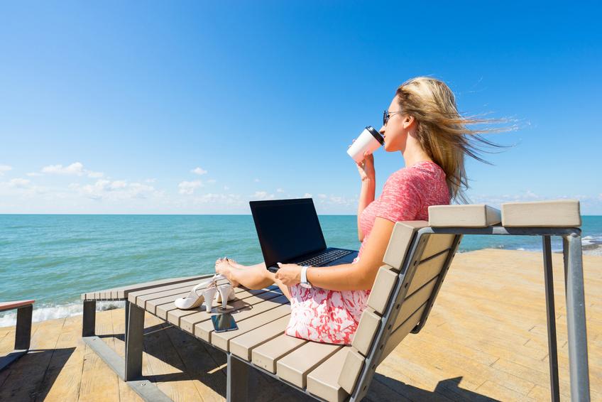 freelance sur la plage en australie