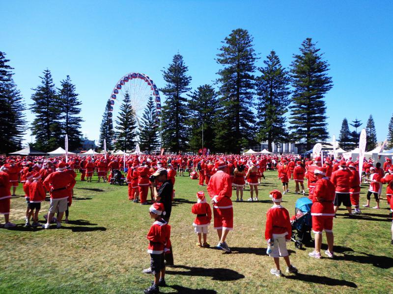 """Un rassemblement de """"Père-Noël"""" sur l'esplanade de Fremantle !"""