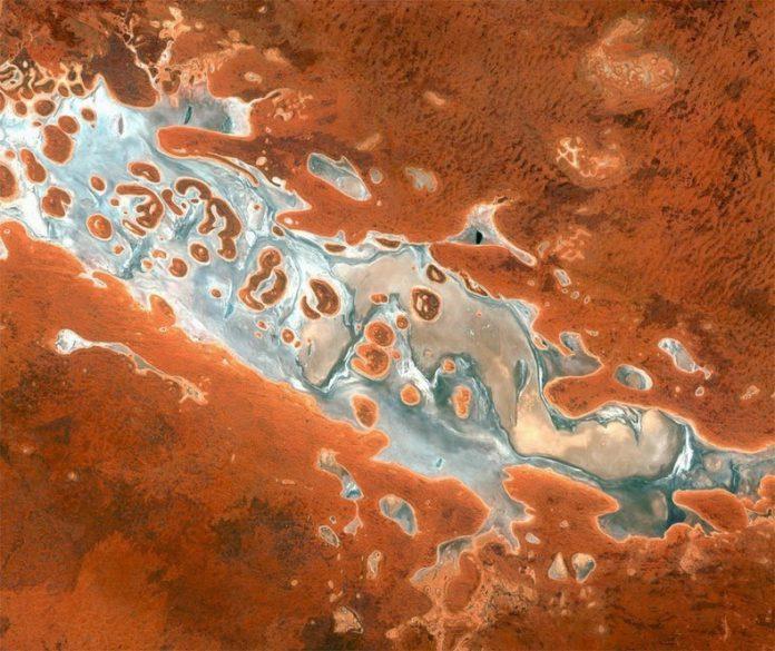 Vue par satellite du Lake Amadeus dans le Northern Territory