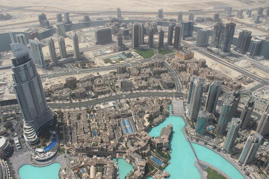 Le centre d'affaires de Dubaï vu de la plus haute tour du monde