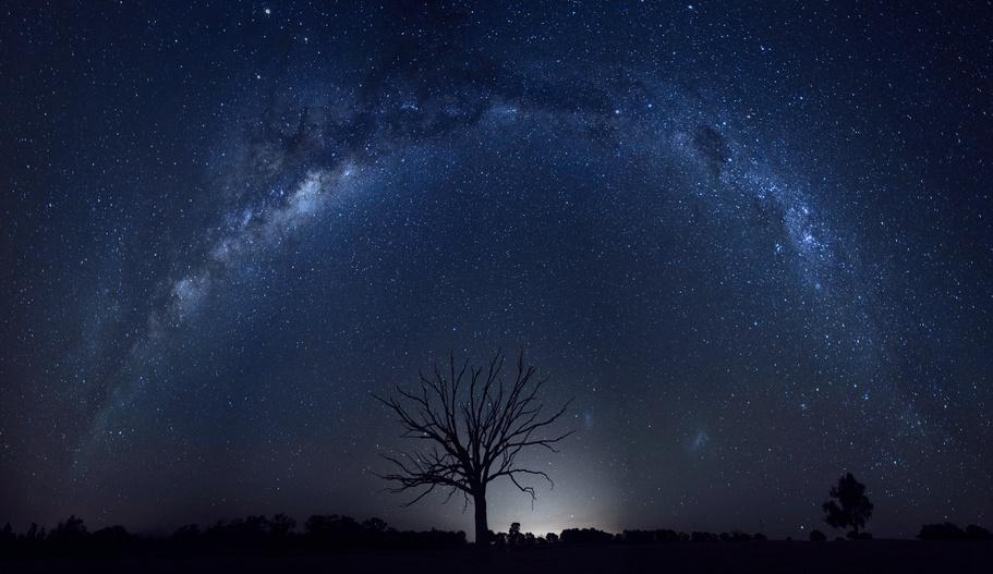 la voix lactée vue dans le ciel pur de l'Outback australien