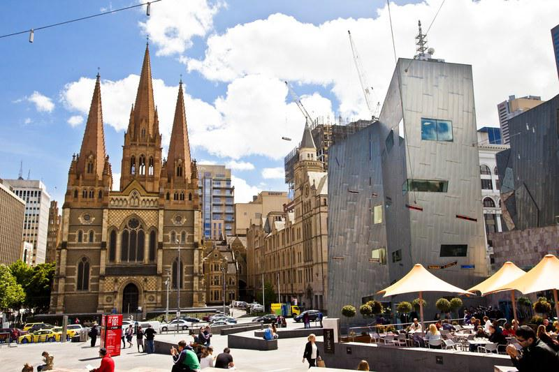 Federation Square et la Cathédrale Saint Paul