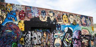Mur recouvert de graffitis à Fitzroy