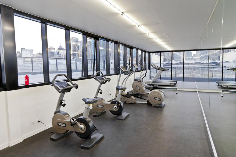 Une salle de sport pour tous les locataires dans un immeuble de standing