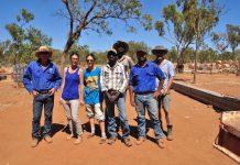 Kelly d'Avignon (à gauche) et Kelly de Marseille (à droite) avec leur équipe de cowboys de choc