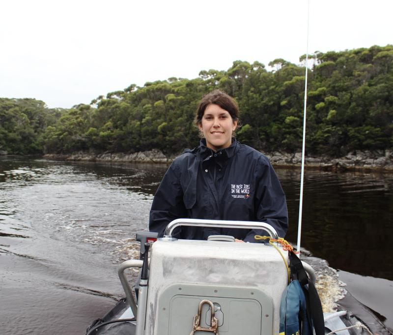 Youhou, mon premier cours de conduite de bateau donné par John,