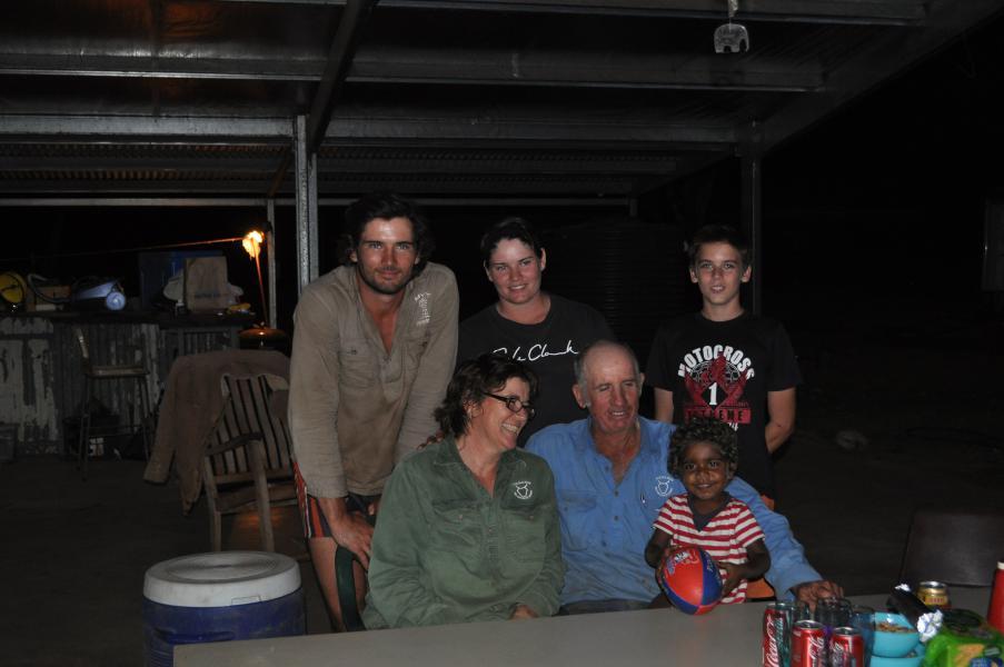 Dîner avec notre super famille australienne dans l'outback