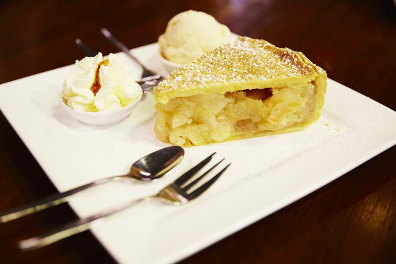 Tarte aux pommes - Suttons Farm Shed Café