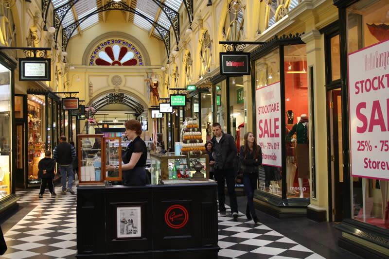 Ambiance Victorienne dans les arcades © A.Munoz
