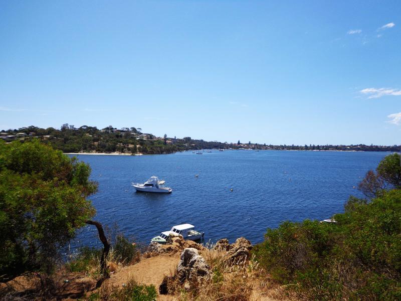 Avant de se lancer pour le cliff jumping, admirez la vue sur la belle Swan River.