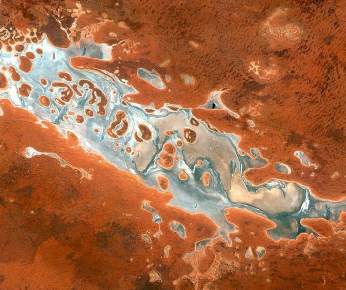Vue par satellite du Lake Amadeus dans le Northern Territory