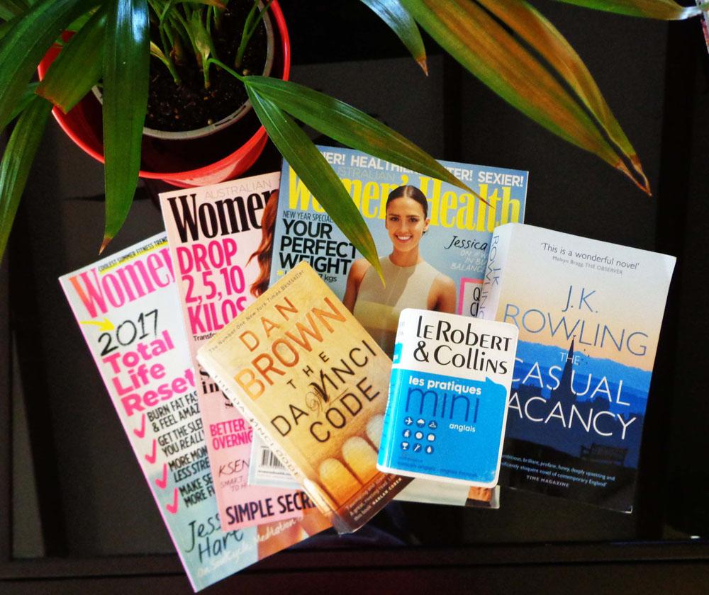 magazines, livres et dictionnaire anglais-français